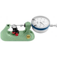 Micromètre-comparateur horizonal, avec table réglable Ø 18 mm en acier trempé rectifié, palpeur cylindrique 2.00 mm, comparateur avec lecture à cadran 0.01 mm, capacité 10 mm