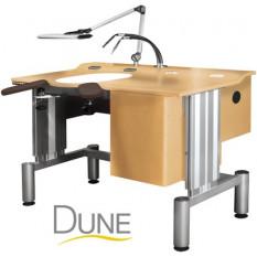 Etabli d'horloger DUNE pour le SAV en bois clair, plateau à 2 niveaux, levage électrique 4 positions programmables, accoudoirs en simili-cuir sur articulation, 1 layette de 3 tiroirs